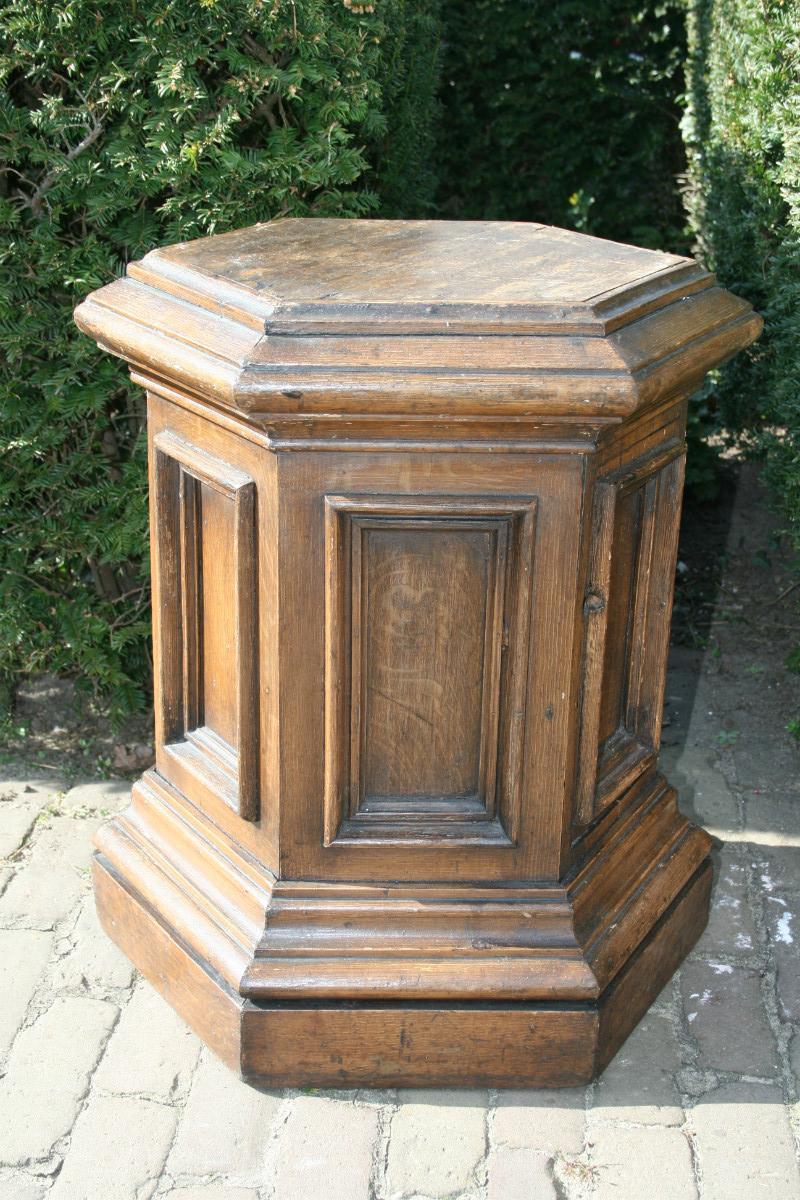 1 Statue Stand - Church Furniture