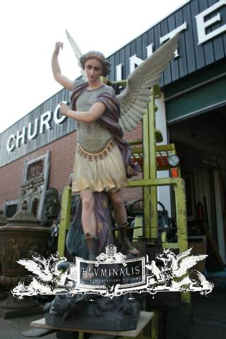 St Michael Statue En Max